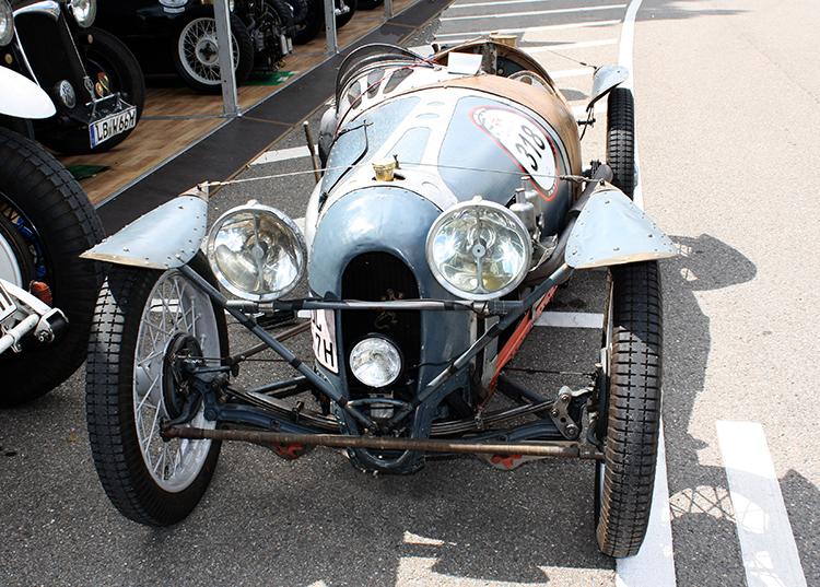 autos clásicos Austin Seven Salamanda Motor en Marcha